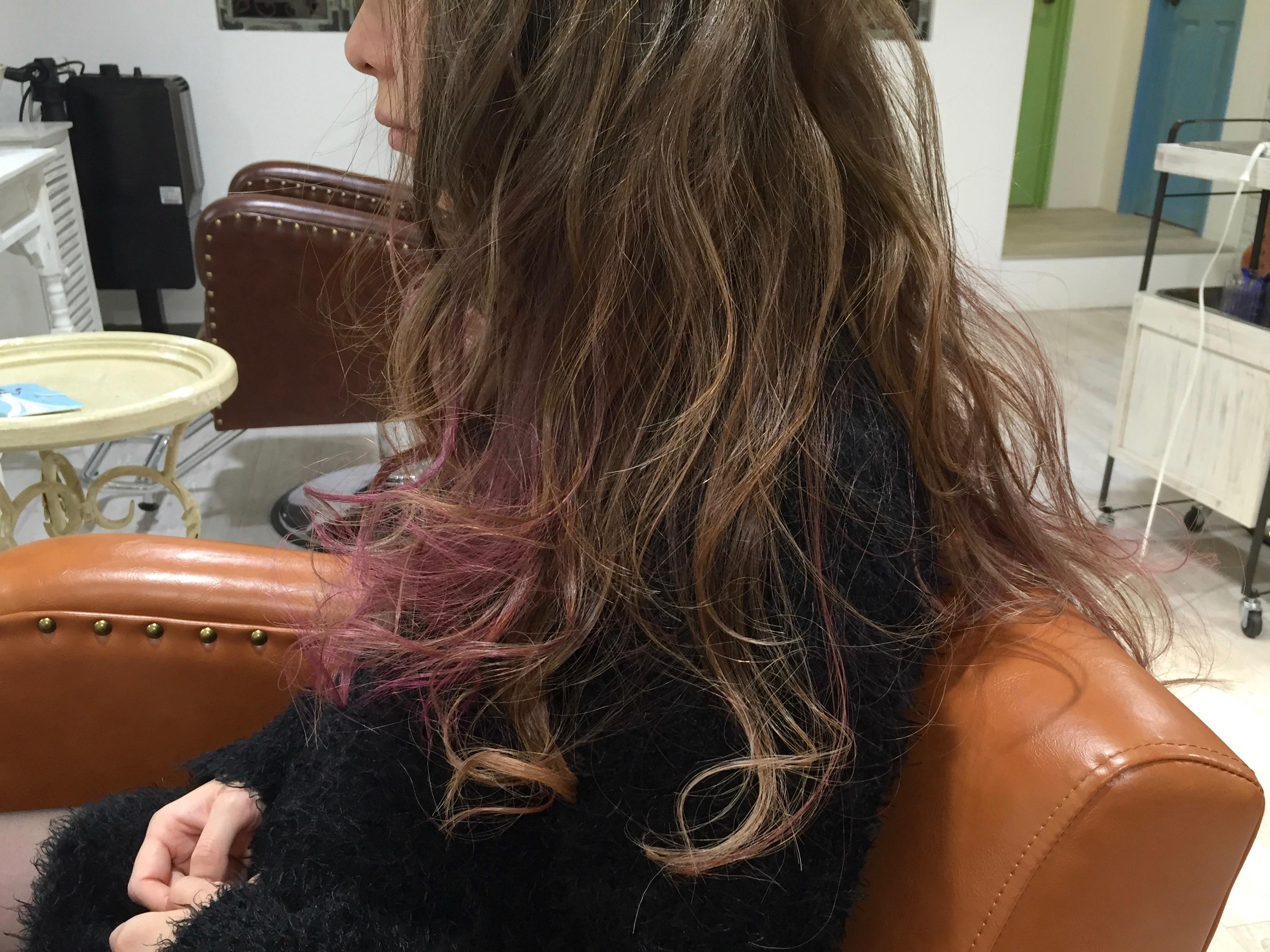 ピンクアッシュのカラーバターを毛先に入れて色で遊ぶヘアカラーのやり方